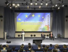 В Україні реалізуються понад 50 інвестпроектів з модернізації комунальних підприємств на суму понад 3 млрд євро, — Зубко